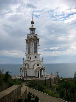 Church-memorial near sea - image #342569 gratis