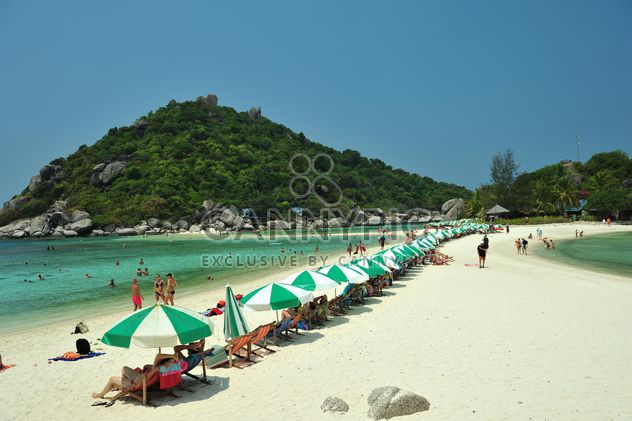 Crowdy beach on Nangyuan lsland in thailand - Free image #344049