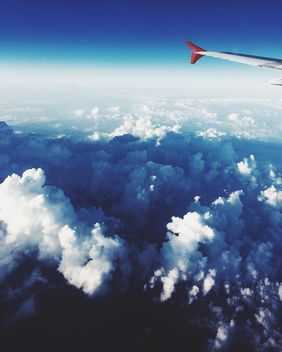 Clowdy sky from the window of airplane - image gratuit #344189