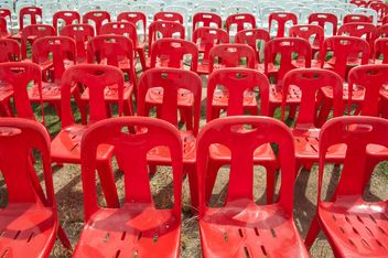 Red and white plastic chairs - image gratuit #344529