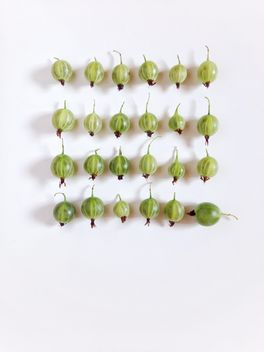 Ripe gooseberries on white background - image gratuit #344539