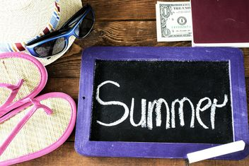 Small blackboard with word summer and summer accessories - бесплатный image #344549
