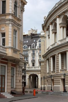 Old architecture on street of city - бесплатный image #346209