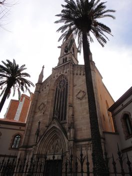 Facade of church in Barcelona, Spain - бесплатный image #346269