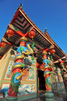 Thai temple under clear blue sky - бесплатный image #347209