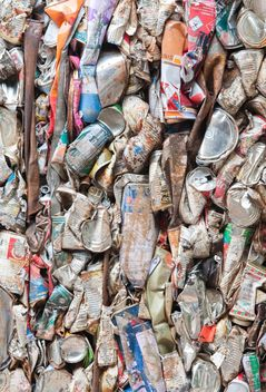 Aluminium cans pressed and plastic bottle to packed for recycling - image #347319 gratis