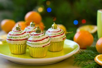 Christmas decorations in shape of cakes on plate - бесплатный image #347799