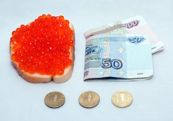 Money and sandwich with red caviar - бесплатный image #347939