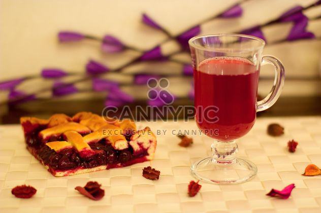 Pieace of cherry pie fruit-drink - Kostenloses image #348029