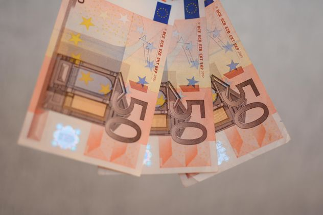 Closeup of Euro banknotes on grey background - Kostenloses image #348419