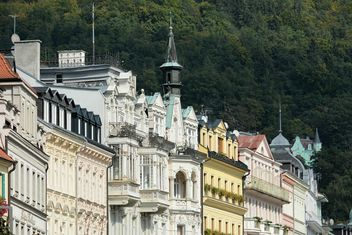 Facades of houses in Karlovy Vary - бесплатный image #348509