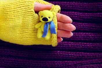 Toy bear in hand - image #359169 gratis