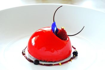 Delicious dessert with raspberry - image gratuit #380479