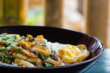 Seafood curry on rice with fried egg - image #439159 gratis