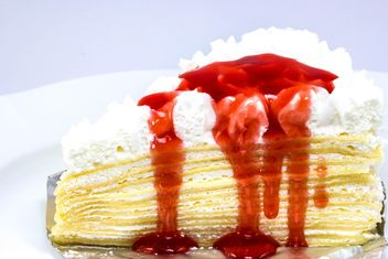 Strawberry crepes cake - image gratuit #439229