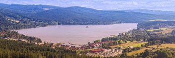 Panorama of Lake Lipno in south Bohemia. - image #447789 gratis