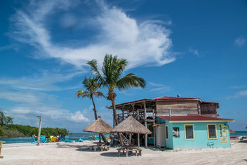 Bar at the beach 'The Split' on the Caribbean island Caye Caulker in Belize. - image #449879 gratis