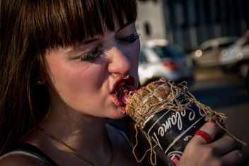 Eating salami with fervour - бесплатный image #450179