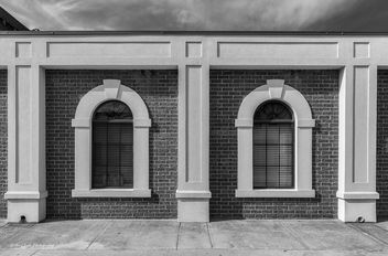 Windows on a Wall in BW - image gratuit #451669