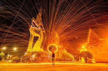 Amazing fire show at night - image #451939 gratis