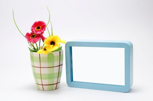 minimal still life : a cup with flowers and blue frame - image gratuit #452399