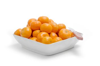 oranges in white plate on white background - бесплатный image #452519