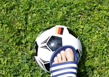 Man's foot touching soccer ball - image gratuit #454469