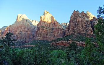 The Three Patriarchs at Sunrise, Zion NP 2014 - image gratuit #455059