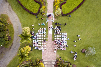 Drone flat lay photo of a garden wedding at The Ruins Mansion - бесплатный image #457989