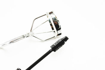 Mascara and eyelash curler on white background.jpg - image #458019 gratis