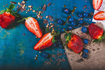 Strawberries And Blueberries - image #460269 gratis