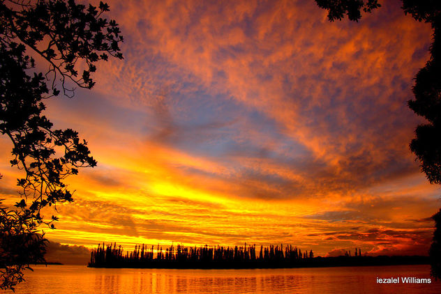 An Impressive sunset in Isle of Pines in New Caledonia by iezalel williams IMG_0255 - image #462989 gratis
