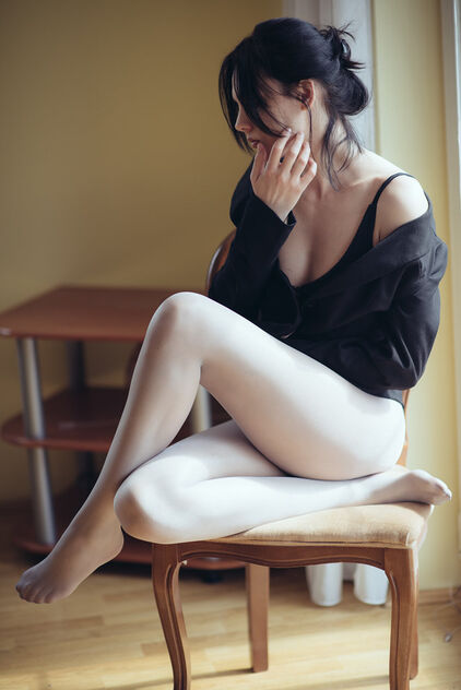 Woman in Wolford tights sitting on a chair closeup. - Kostenloses image #479739